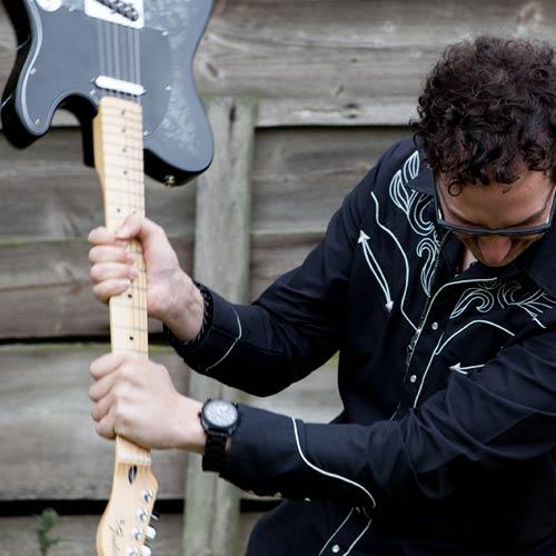 Kasplattnrocker Gitarrist Tobias Stiedl